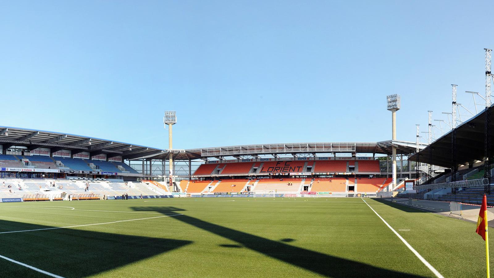 Неймар и Мбаппе прилипли к скамейке запасных и наблюдают за матчем «Лорьян» – «ПСЖ»