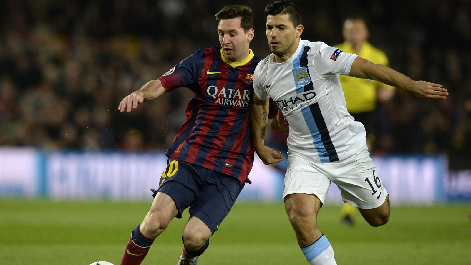 Messi (FC Barcelone) à la lutte avec Aguero (Manchester City)