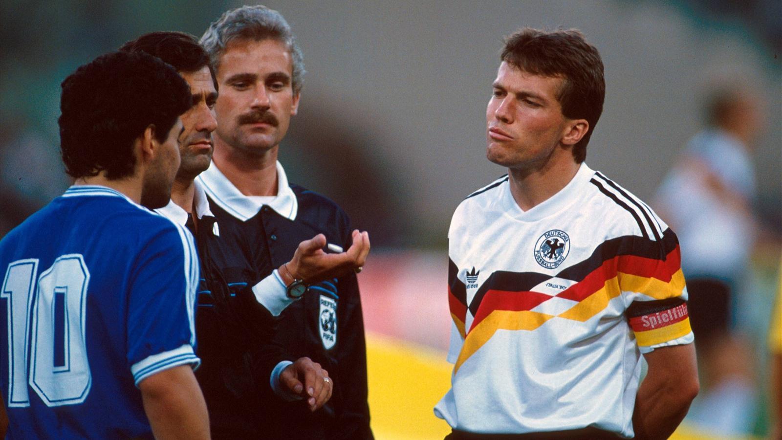 Lothar Matthaus et Diego Maradona avant le coup d'envoi de la finale du Mondiale italien en 1990.