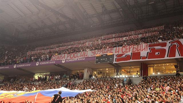 Фанаты «Црвены Звезды» встретили «Будивельник» российским флагом
