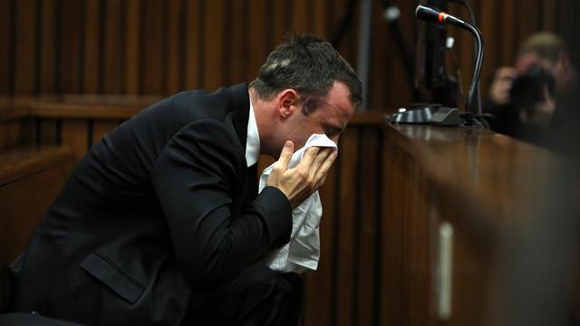 En pleurs, Pistorius s'excuse à la barre