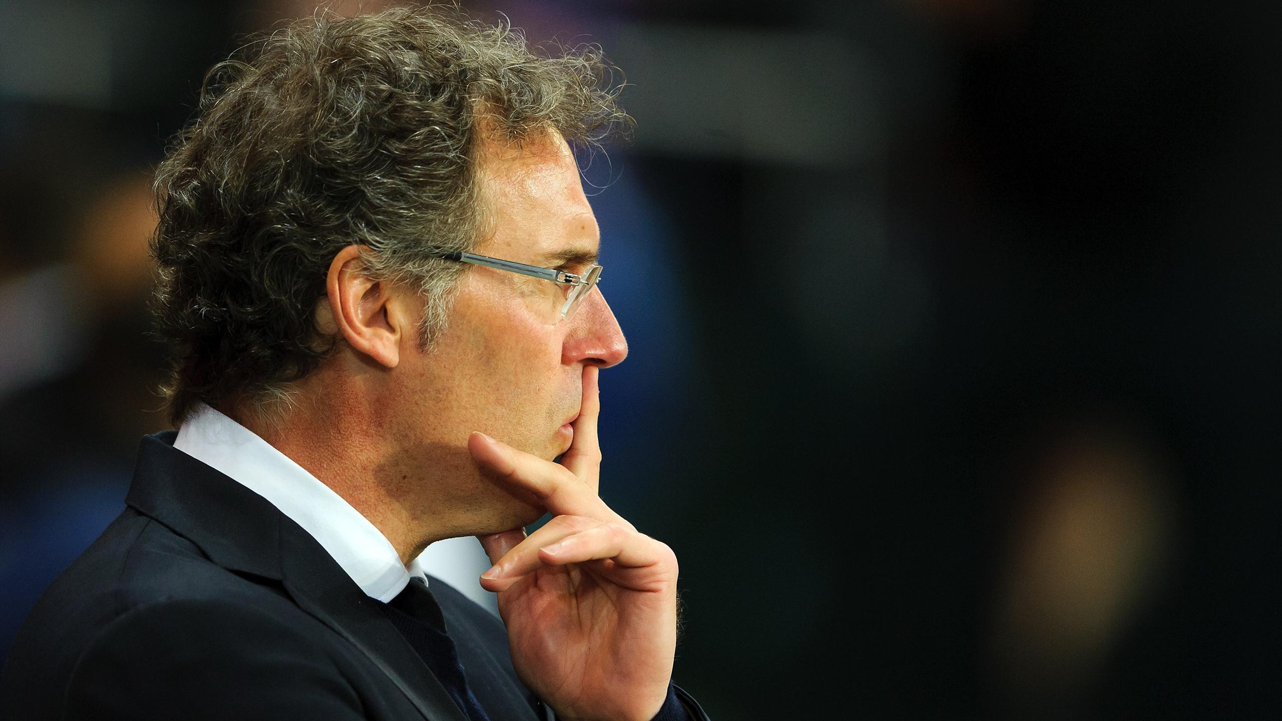 Laurent Blanc, l'entraineur du PSG, pensif sur le banc du club de la capitale