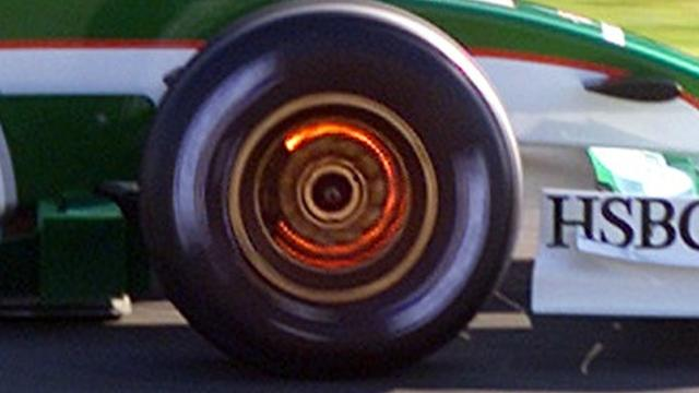 Glowing brakes and flying sparks 'could return to F1'