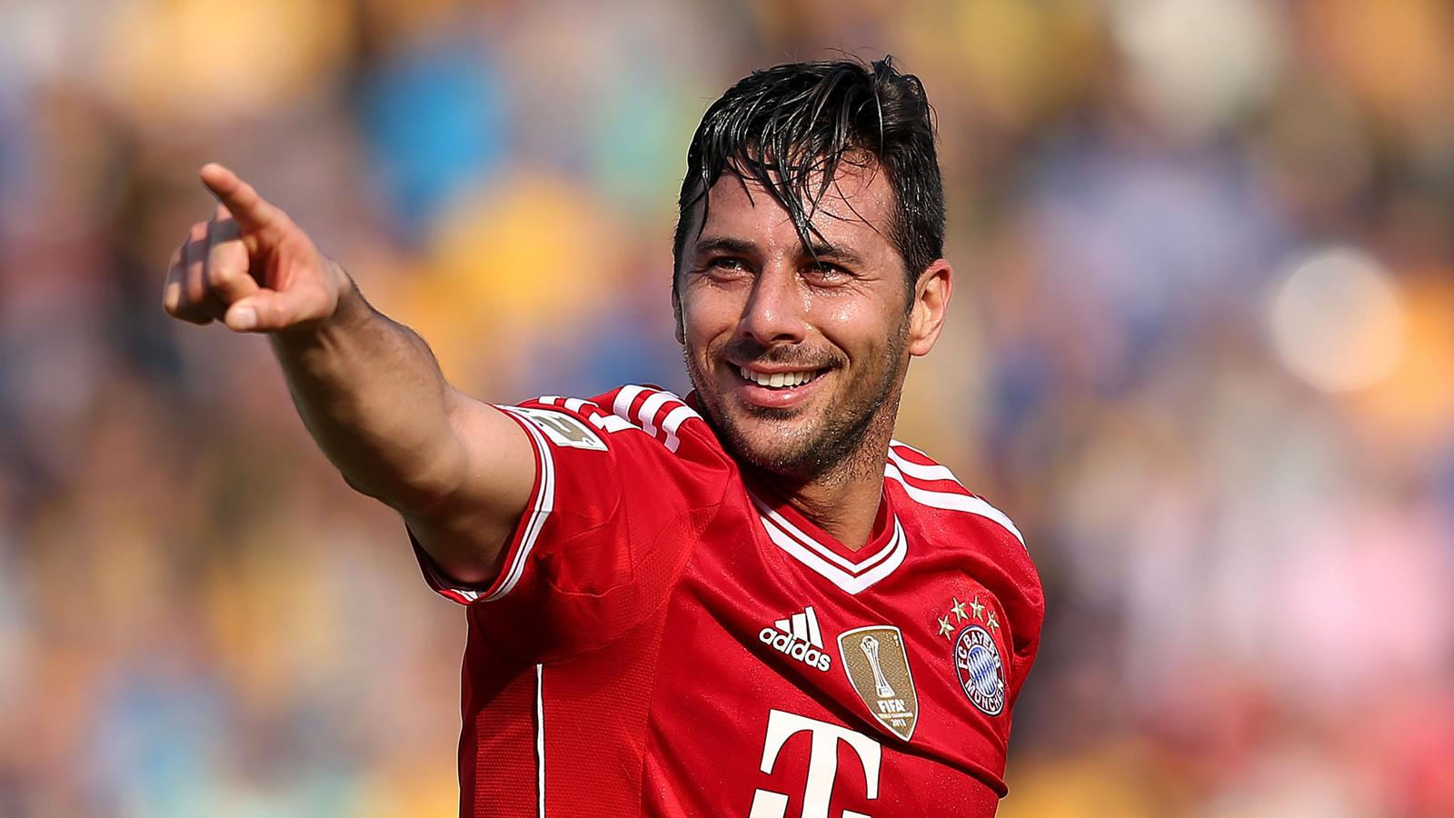 Veteran Peru striker Pizarro extends Bayern deal - Bundesliga 2013-2014 - Football - Eurosport Asia