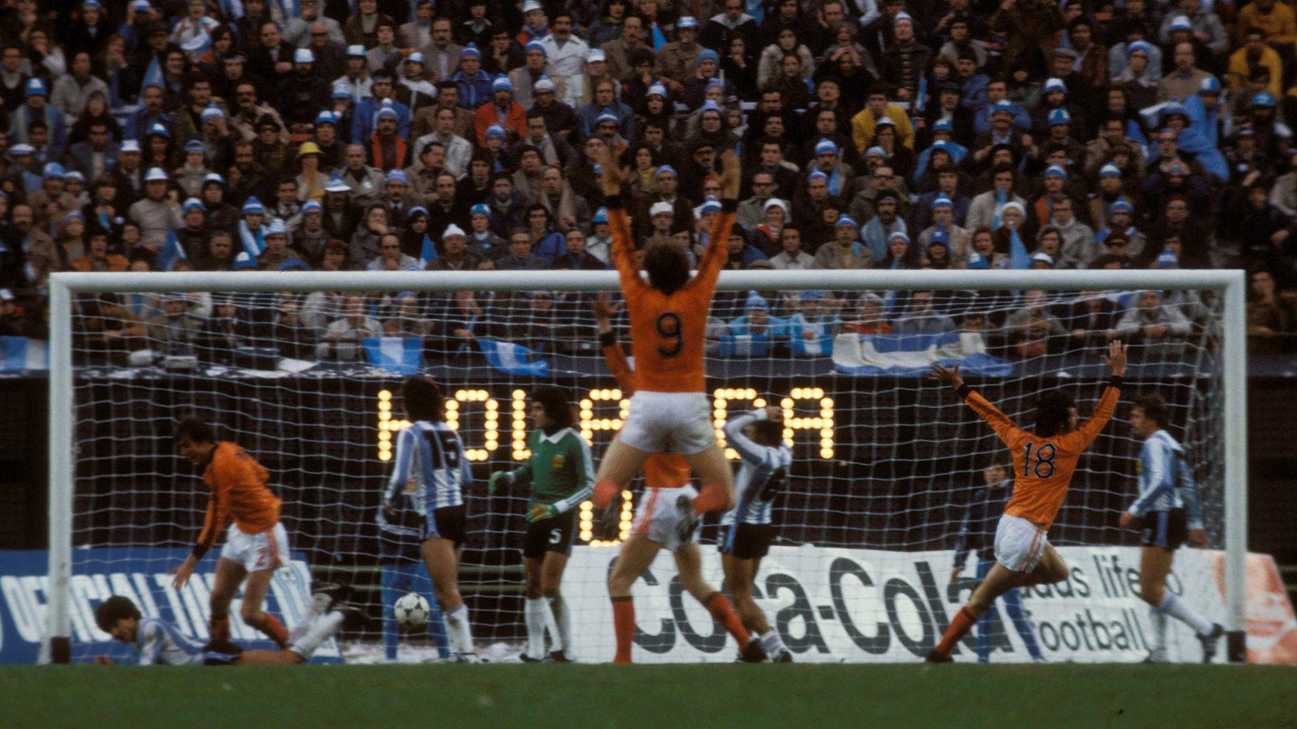 100 photos mythiques qui ont fait l 39 histoire de la coupe - Finale coupe du monde 1978 ...