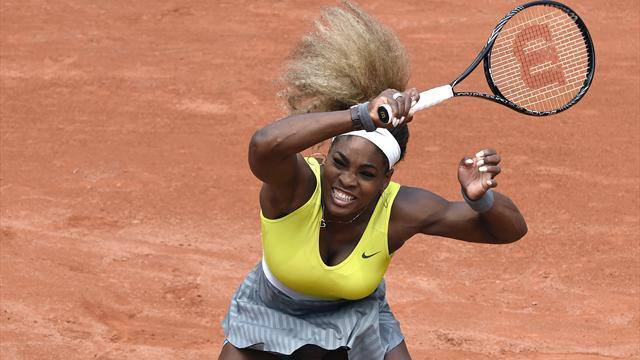 Serena prend une gifle et la porte