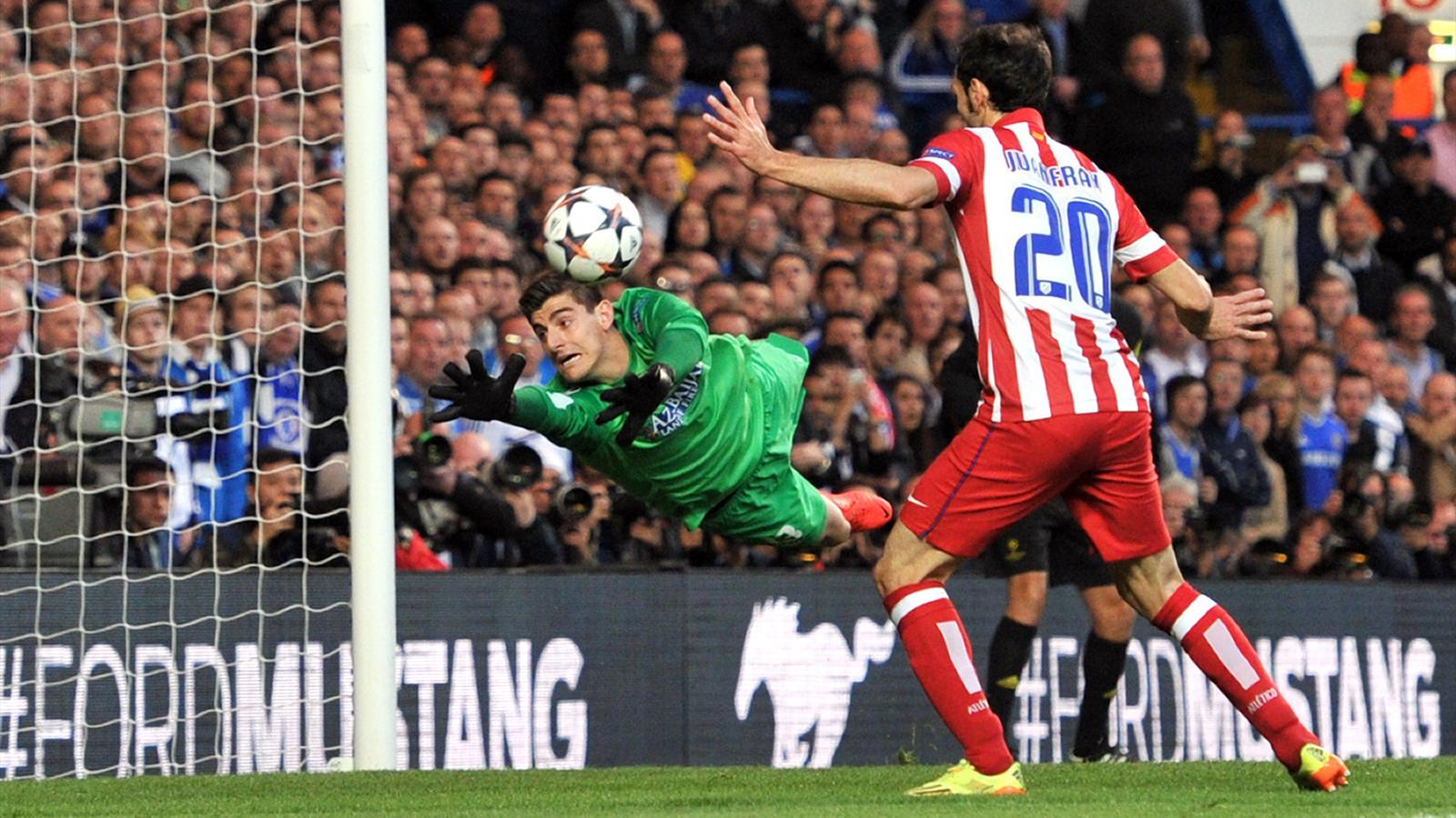 Thibaut Courtois réussit un arrêt face à Chelsea en Ligue des champions