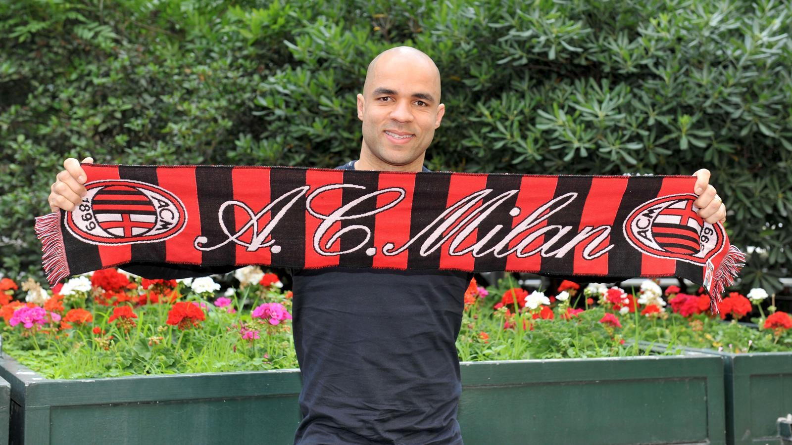 Officiel : Alex quitte le PSG pour Milan