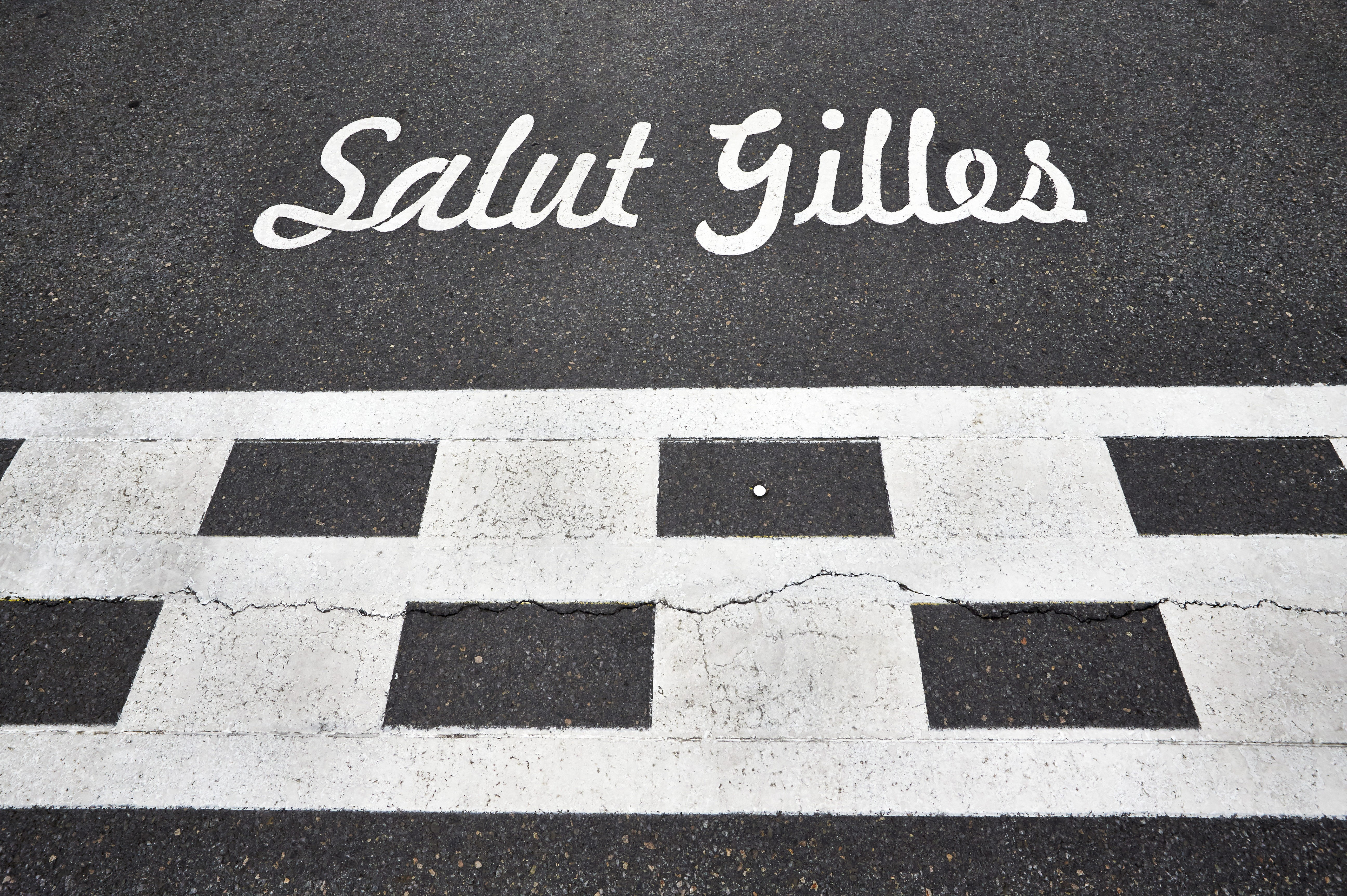 Hommage à Gilles-Villeneuve sur la grille de départ du circuit de l'île Notre-Dame