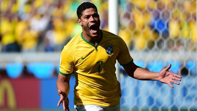 Costa Rica-Brasil: Sufrido triunfo con gol de Hulk y debut de Rafinha (0-1)