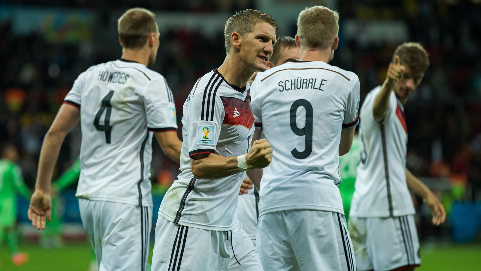 Bastian Schweinsteiger serre le poing après l'ouverture du score de l'Allemagne contre l'Algérie (Mondial 2014)