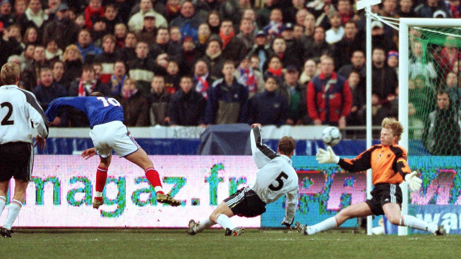 Zinedine Zidane marque un but somptueux face à l'Allemagne au Stade de France en février 2001