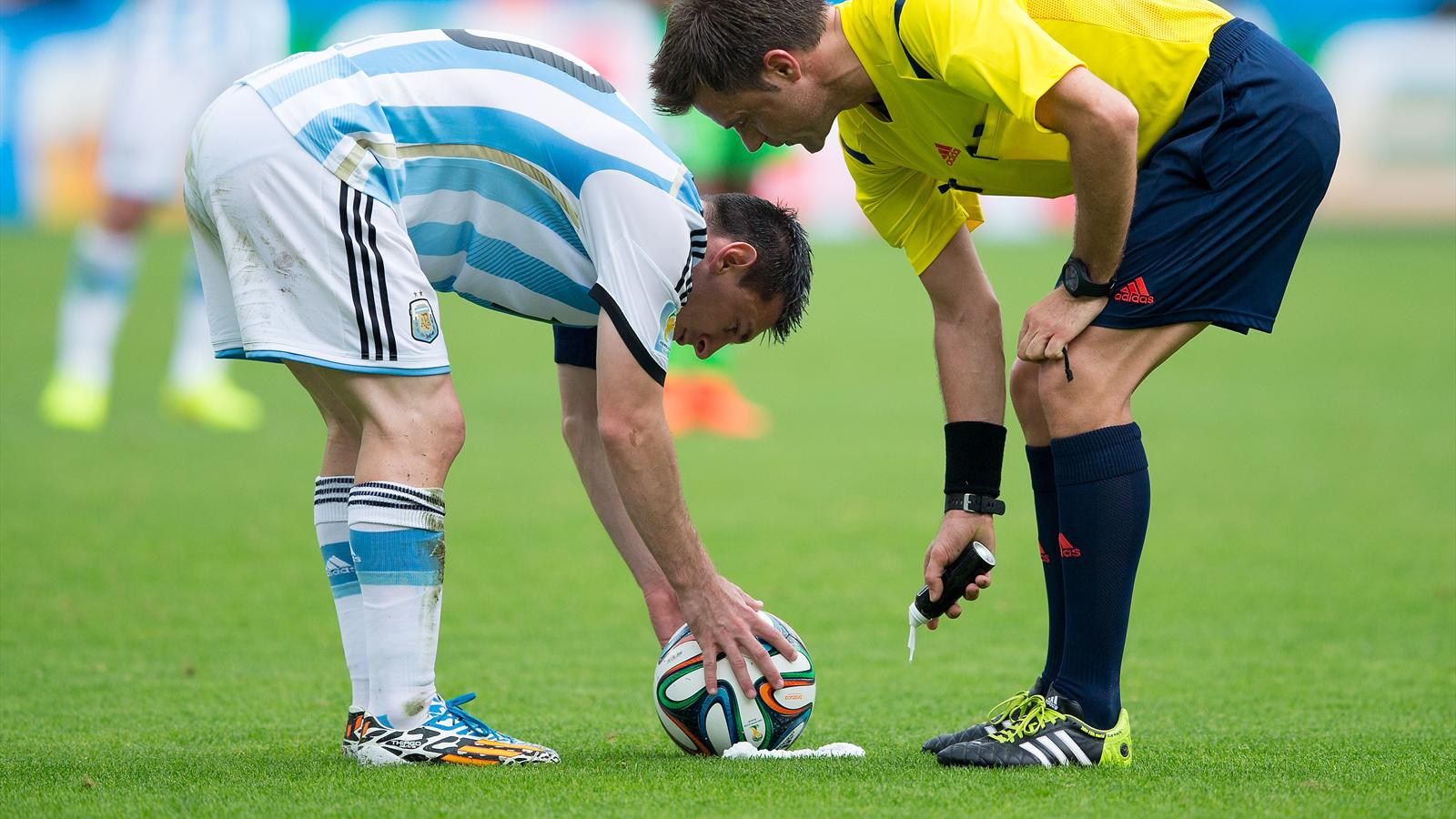 Apr s la coupe du monde la bombe de spray s duit la ligue - Resultats coupe de la ligue 1 football ...