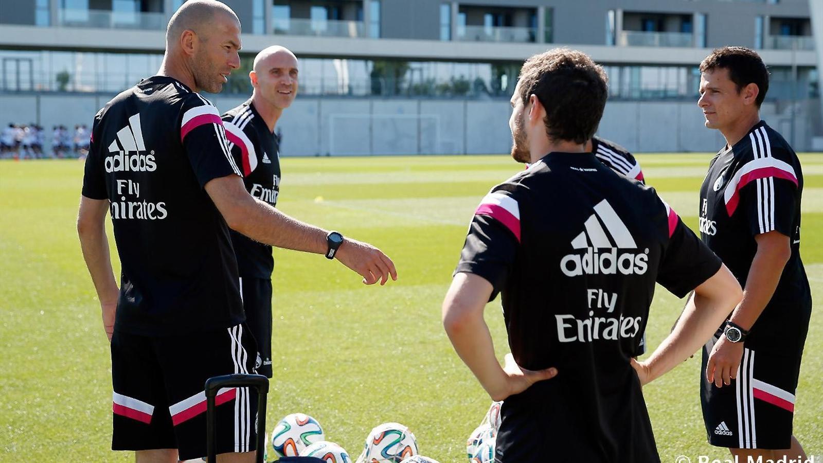 Zinedine Zidane dirige son premier entrainement à la tête de l'équipe jeune du Real Madrid