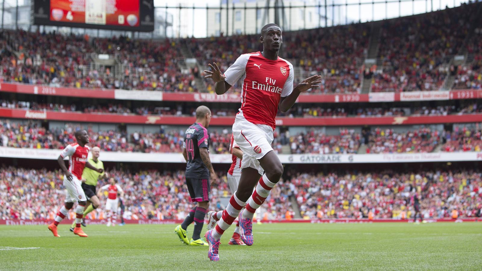Yaya Sanogo (Arsenal) vole la vedette à Alexis Sanchez face à Benfica (5-1)
