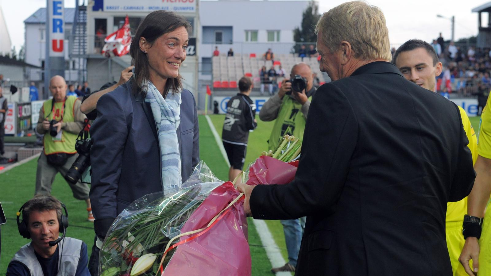 Patronising? Clement Foots manageress given flowers by Brests coach in her 1st match