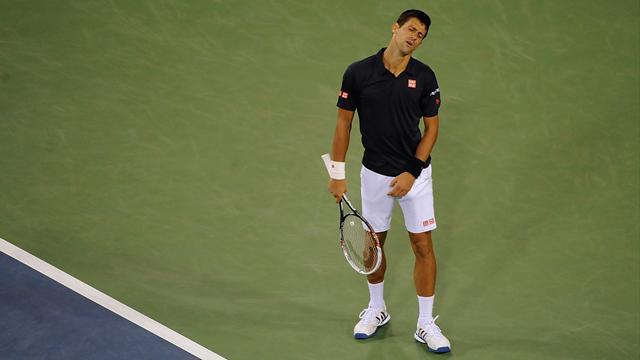 Dans le dur, Djokovic craque encore