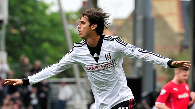 Sporting Lisbon sign Bryan Ruiz from Fulham, insert ridiculous buy-out fee
