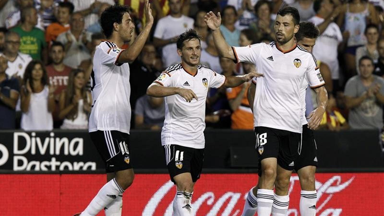 Pablo Piatti celebrates for Valencia (Imago)