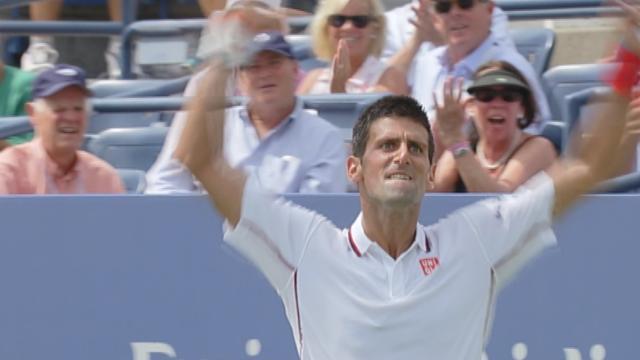 Quand Djokovic sauve une balle de set en faisant le show