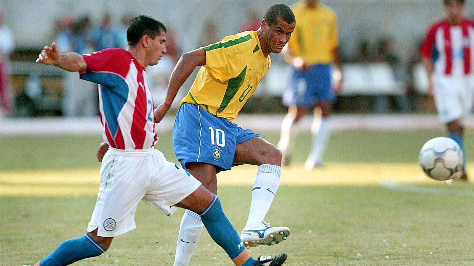 Rivaldo avec le Brésil face au Paraguay en amical en 2002.