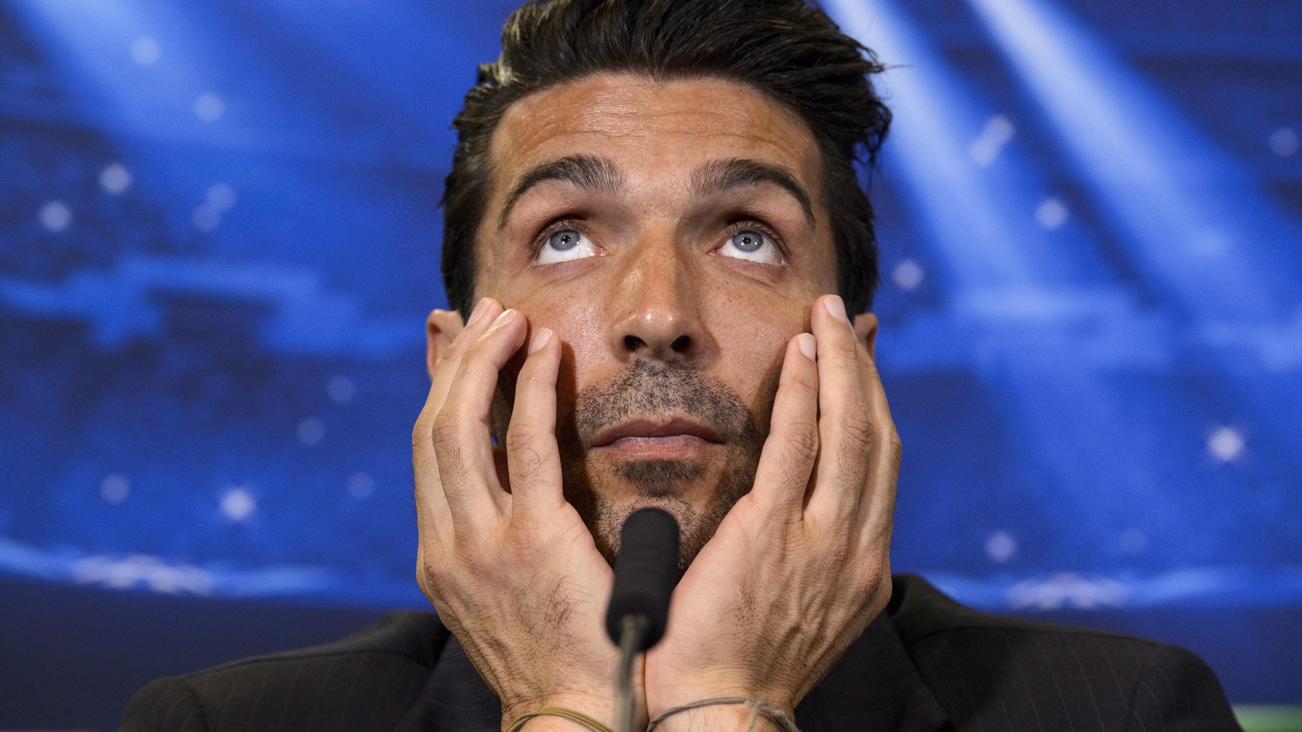 """""""Gigi"""" Buffon, le gardien de la Juve, pensif en conférence de presse"""