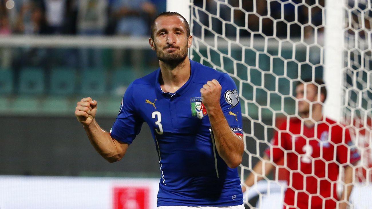 Giorgio Chiellini (Italie) a marqué trois fois contre l'Azerbaïdjan (dont une fois contre-son-camp)