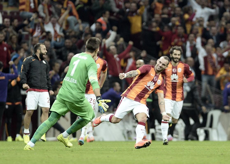 Galatasaray Fenerbahçe Sneijder