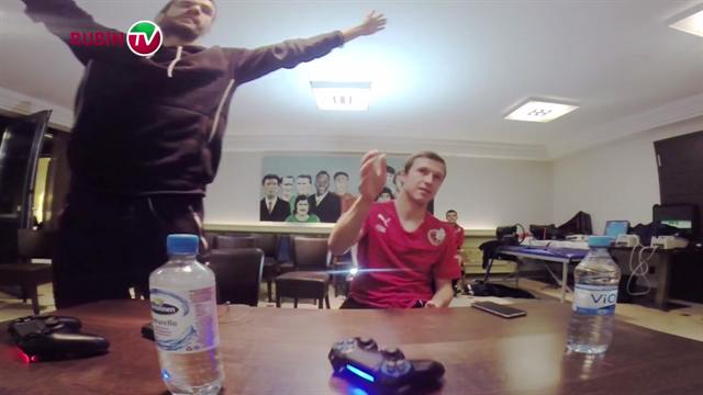 «Воды дать тебе?» Игроки «Рубина» мучают друг друга в FIFA 15