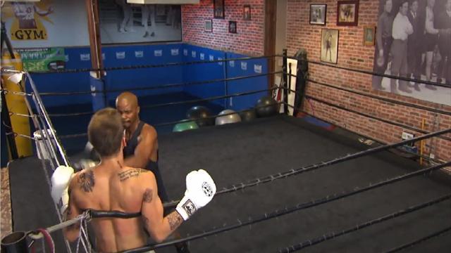 Мэйвезер учит боксу Бибера