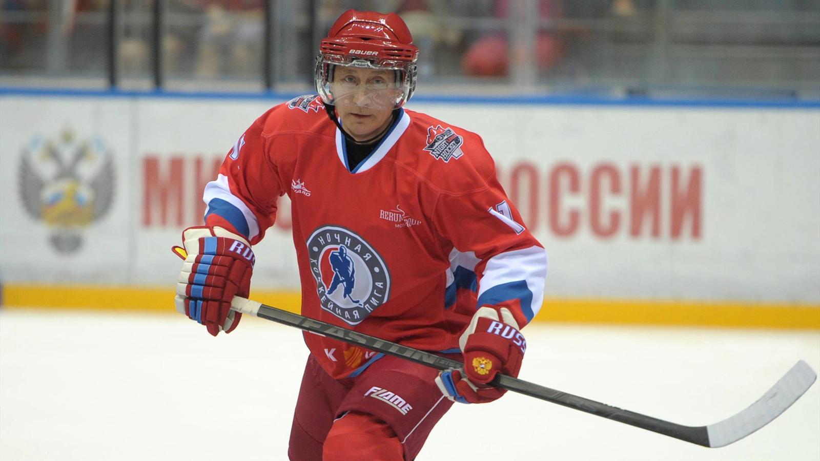 Путин играет в хоккей фото