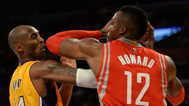 Kobe Bryant et Dwight Howard se chauffent d'entr�e