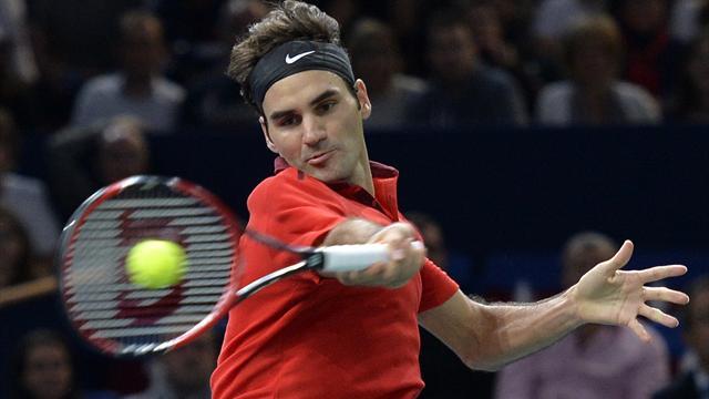 Bouscul� par Chardy, Federer �vite la sortie de route