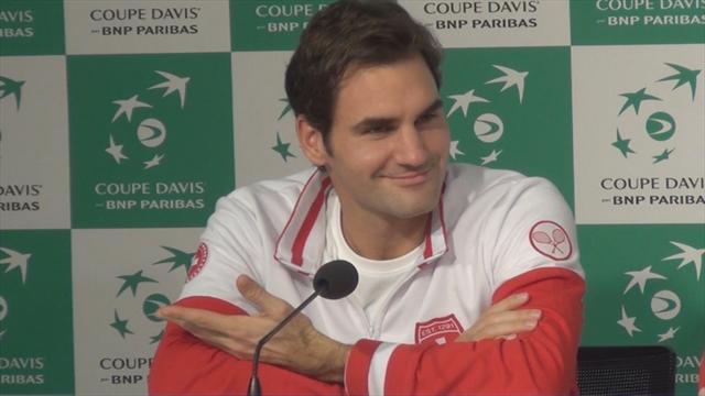 Pour faire rire l'assistance, une mimique de Federer suffit