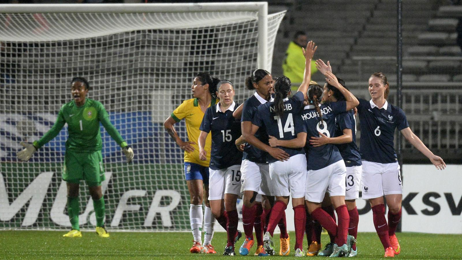 Foot f minin amical premi re victoire de la france sur le br sil 2 0 lyon football - Coupe d europe de basket feminin ...