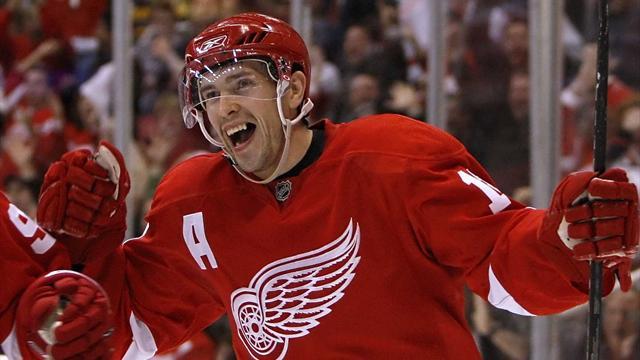 Дацюк с триумфом вернулся на лед, Овечкин провел 700-ю игру в НХЛ