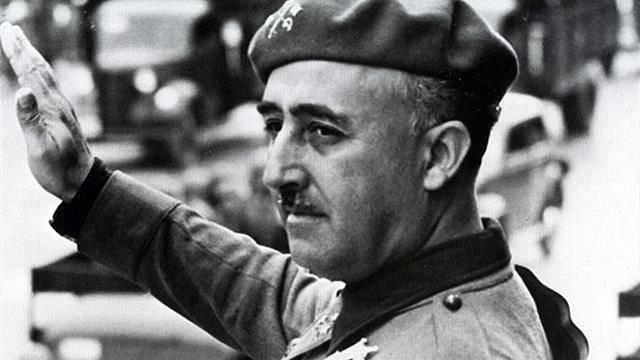 La Fundación Franco ataca a la directiva del Barça por querer quitarle las distinciones al dictador