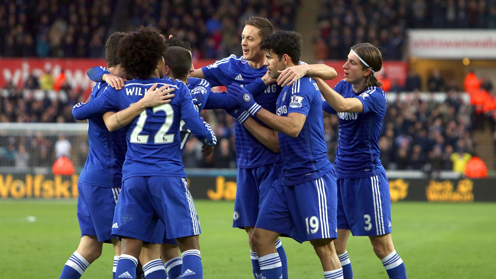 Chelsea détruit Swansea 0-5, Manchester United bat QPR 0-2