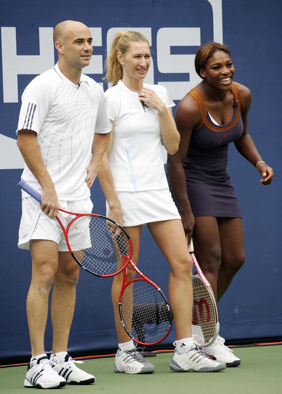 Штеффи Граф (слева) и Серена Уильямс в 2006 году