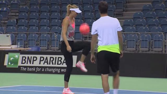 Tennis : Avec une telle technique, Sharapova peut penser � une carri�re de footballeuse