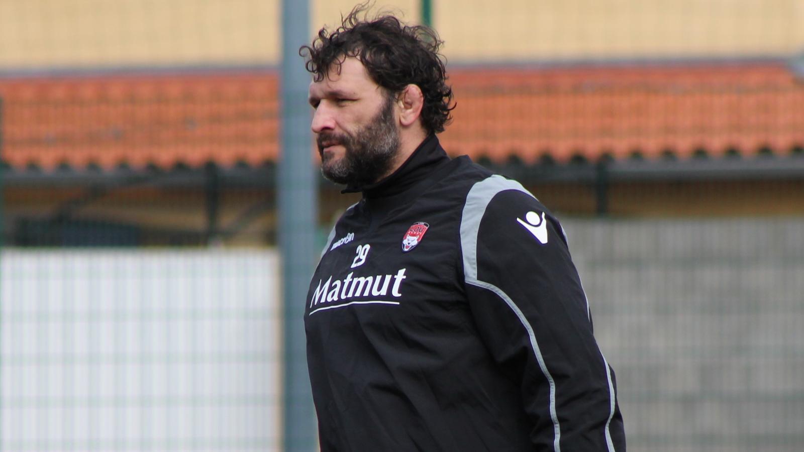Lionel Nallet, capitaine du Lou, à l'entraînement mardi 24 février 2015