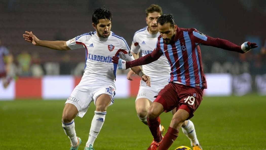 """Erkan Zengin Trabzonspor'un futbolcusudur"""