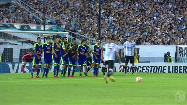 Copa Libertadores'te harika bir frikik organizasyonu