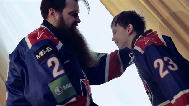 Свитер, борода, сын. Как болельщики ЦСКА собираются на бой с «Йокеритом»