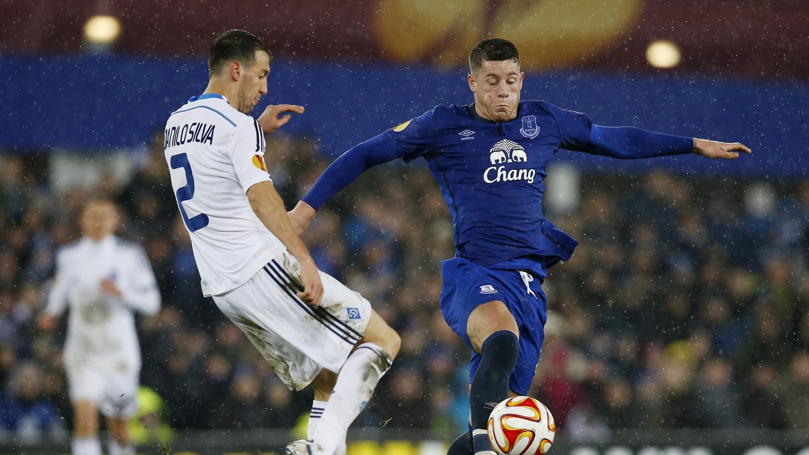 Everton's Ross Barkley in action with Dynamo Kiev's Danilo Silva (Reuters)