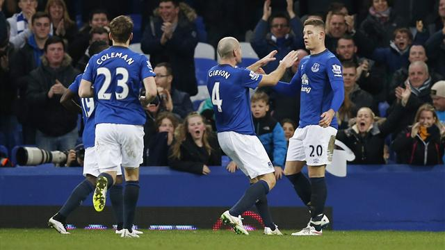 Everton stroll to victory against careless Newcastle