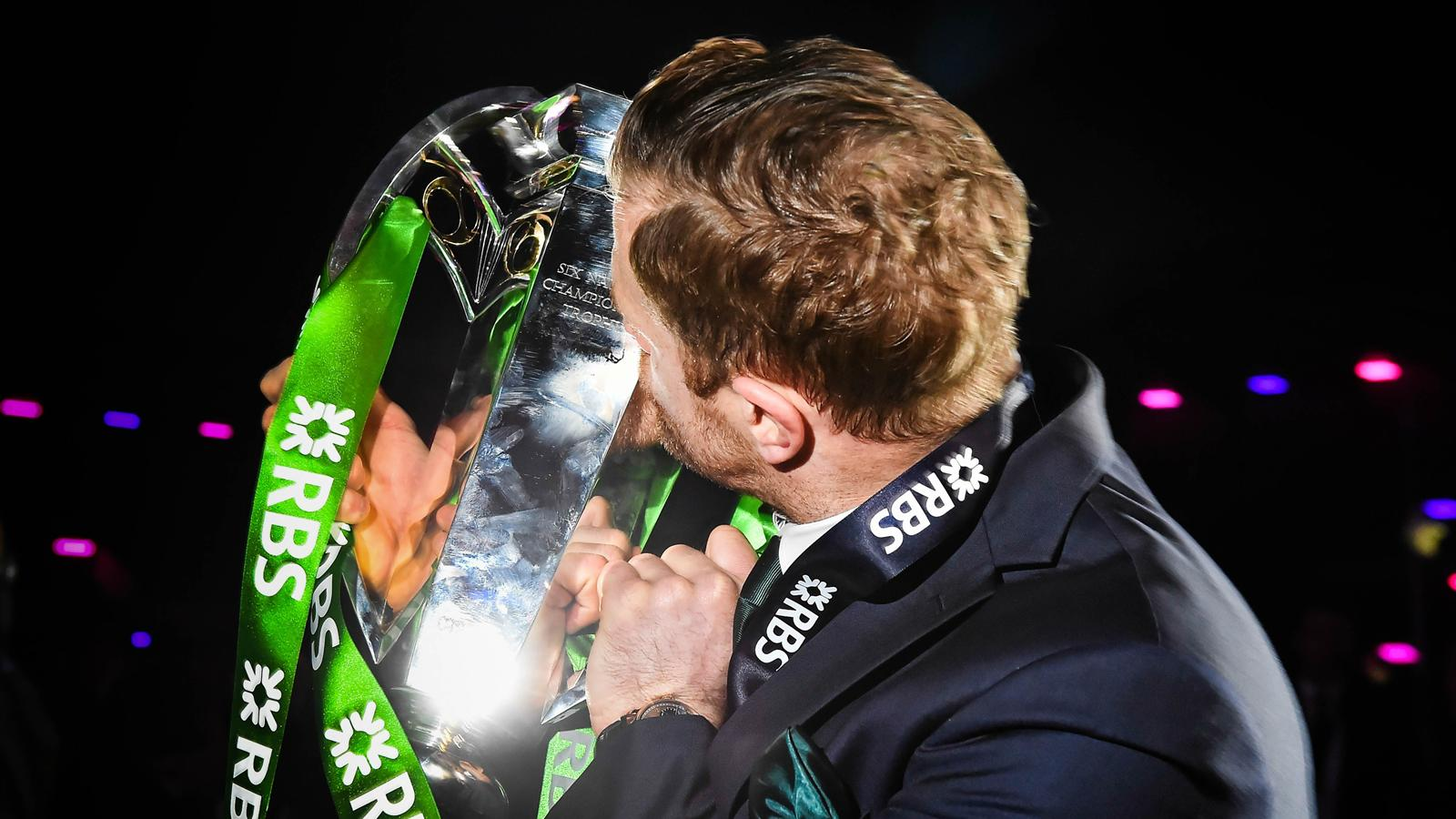 Jamie Heaslip avec le trophée du Tournoi des 6 nations