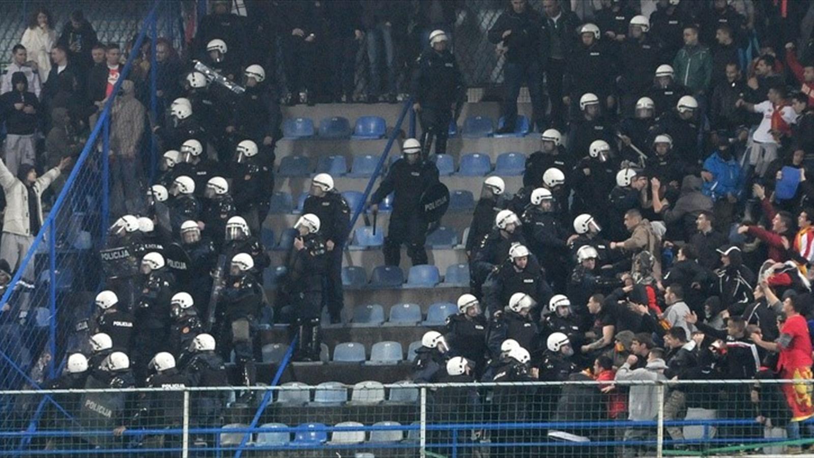 Беспорядки фанатов на матче Черногория - Россия
