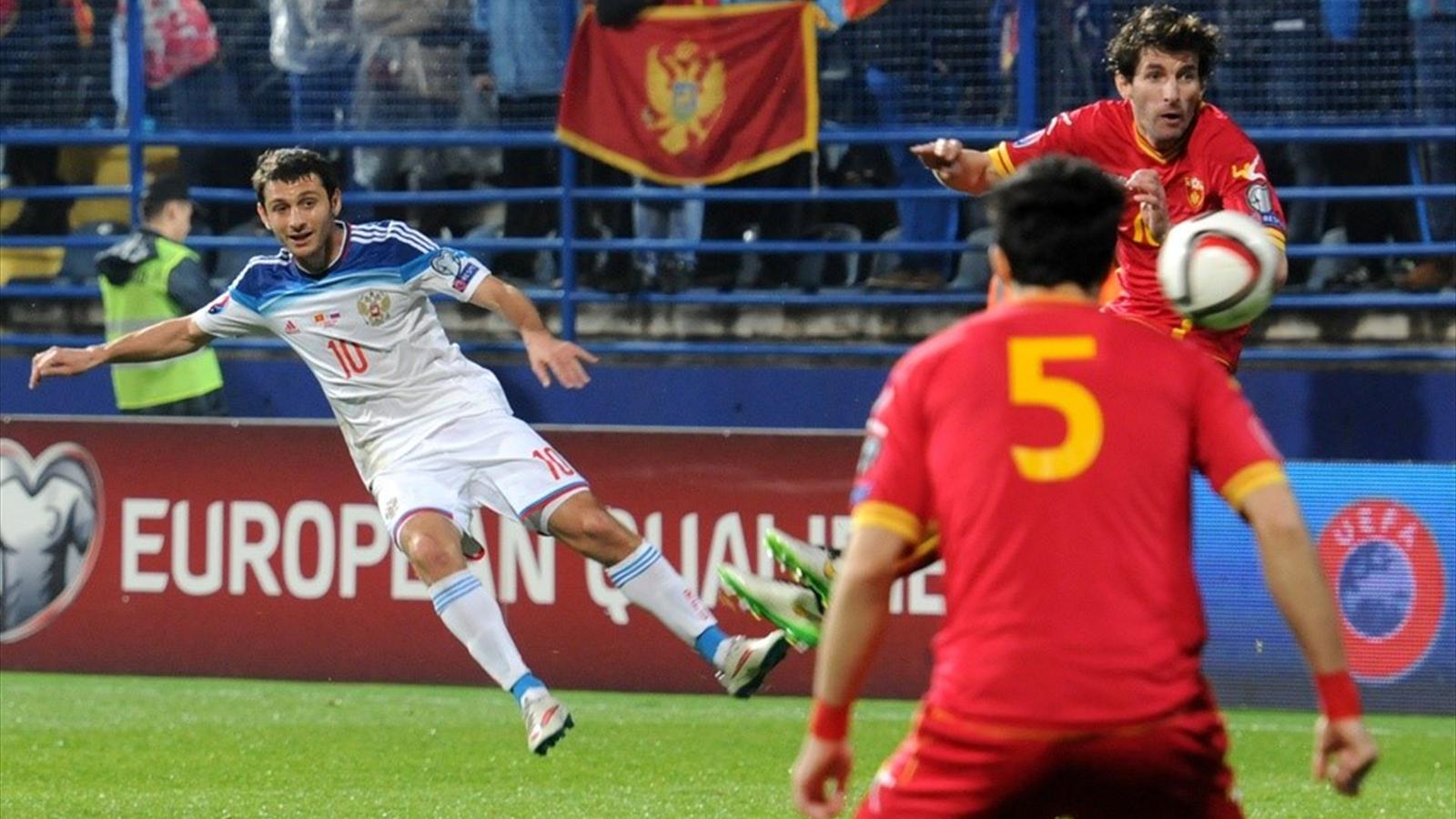 Алан Дзагоев (сборная России) в матче с Черногорией