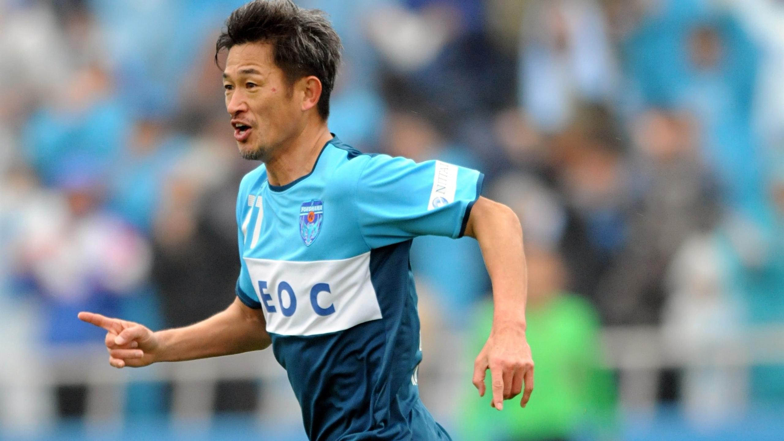 50-летний японец из второго дивизиона опять продлил контракт - Eurosport